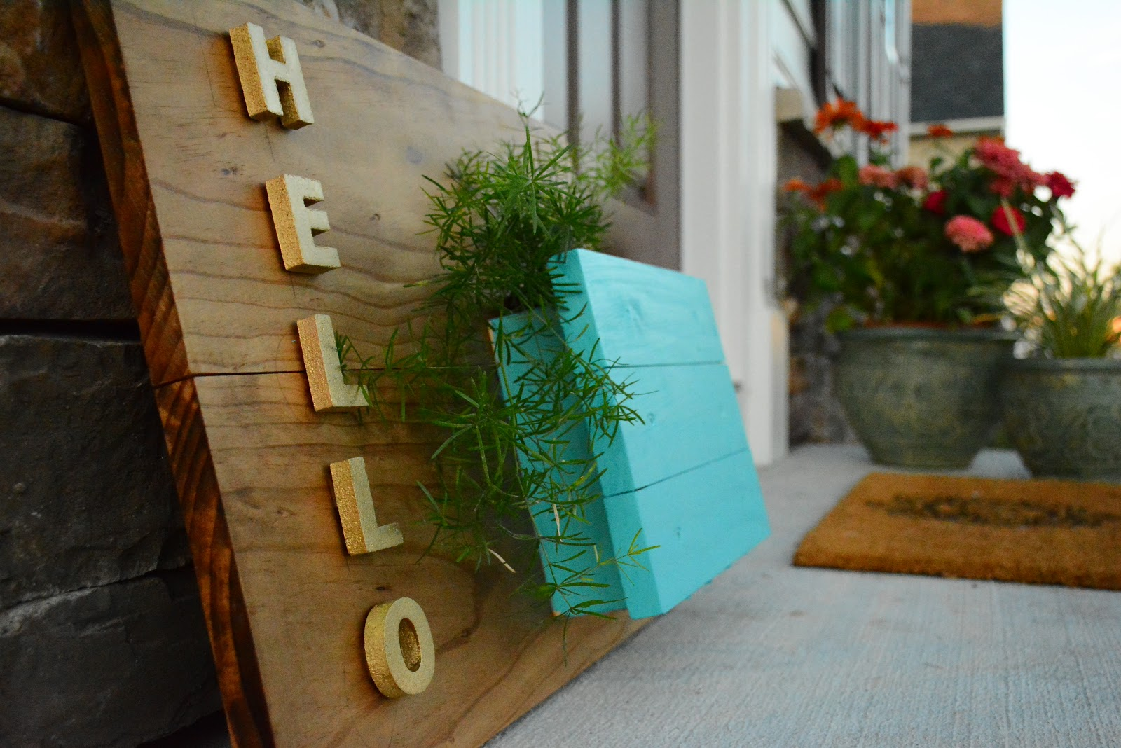 DIY Welcome sign with Planter with Home Depot