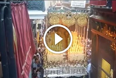 Virgen del Rocio en estrechez de Alvarez Quintero el Lunes Santo de 2017 en la Semana Santa de Sevilla como Titular de la Hermandad de la Redencion