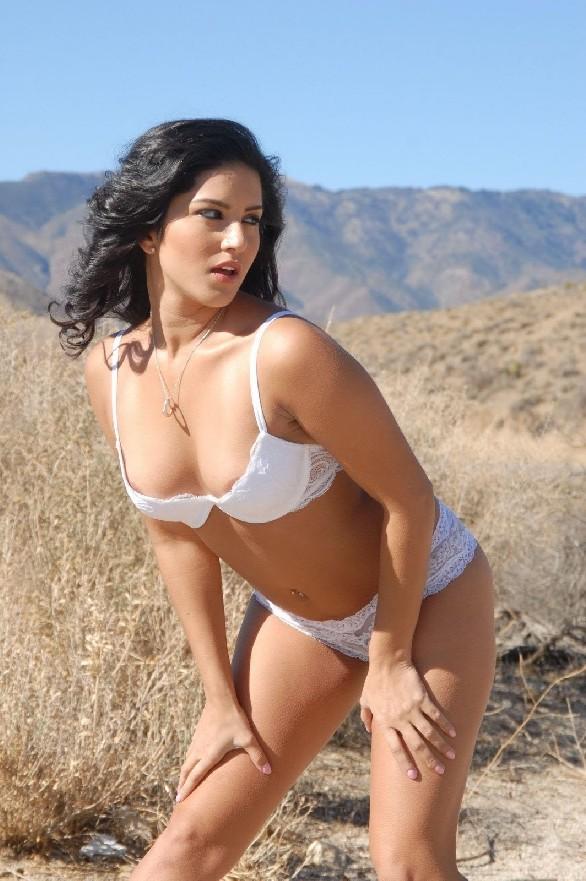 Hot Girls Sunny Leone In White Brazer-8865