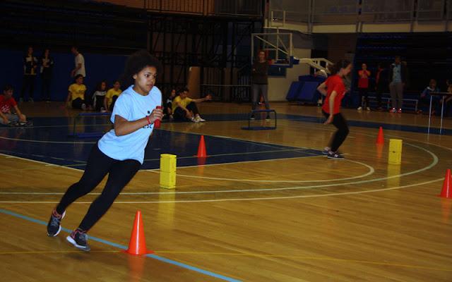 Una joven compitiendo durante las IX olimpiadas escolares IMAGEN ILLESCAS COMUNICACION