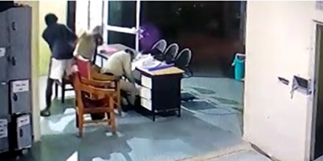 BHIND थाने के भीतर POLICE पर जानलेवा हमला, एक गंभीर, VIDEO | MP NEWS
