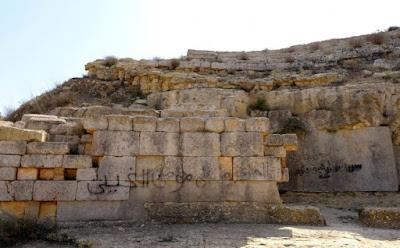Θλιβερή εικόνα εγκατάλειψης του αρχαιοελληνικού αμφιθεάτρου στην Κυρήνη: Βανδαλισμοί, γκράφιτι και λεηλασίες
