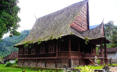 Rumah Adat Batak Bagas Godang Provinsi Sumatra Utara - Raimondwell.com