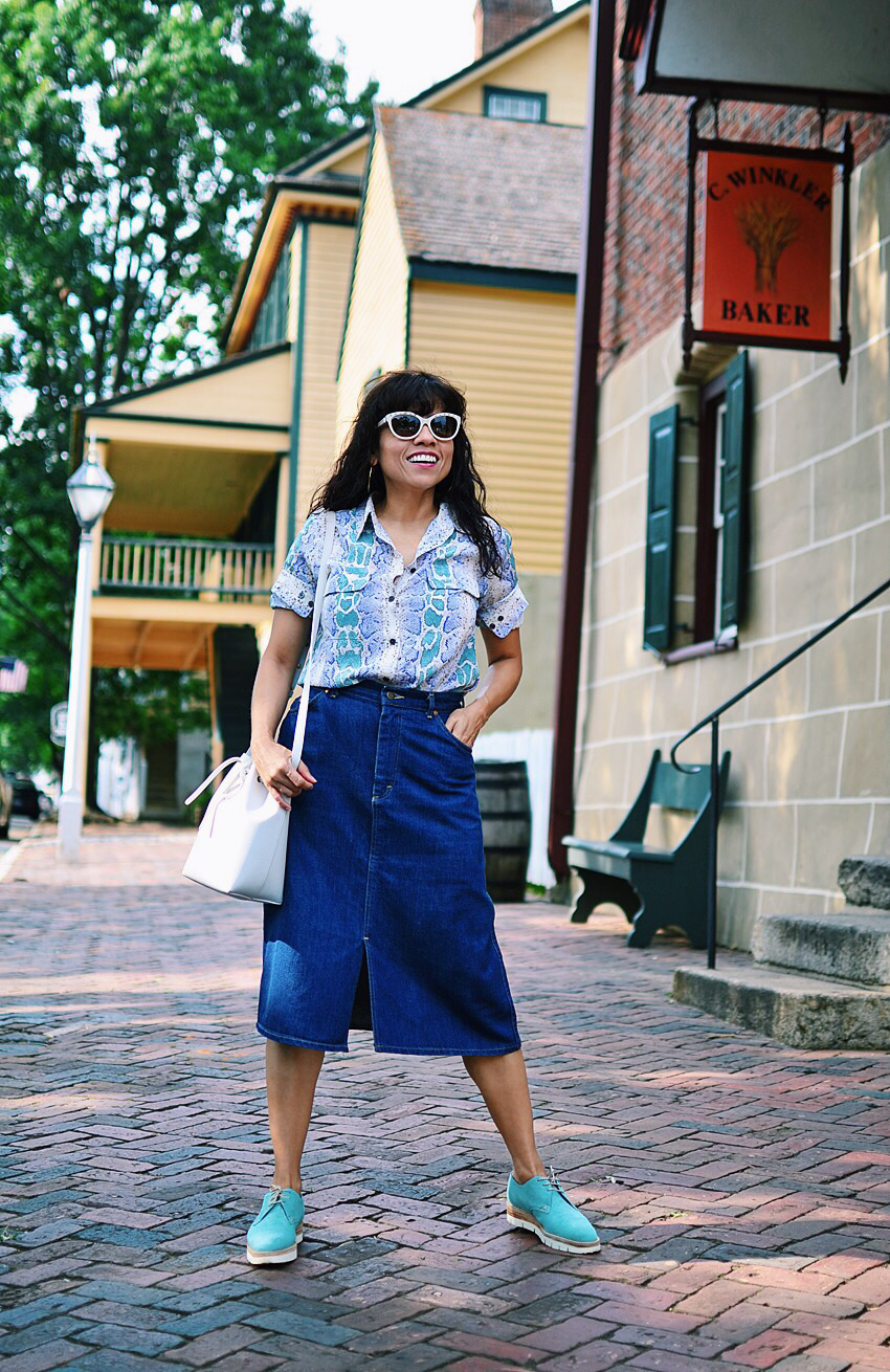 Outfit with denim midi skirt