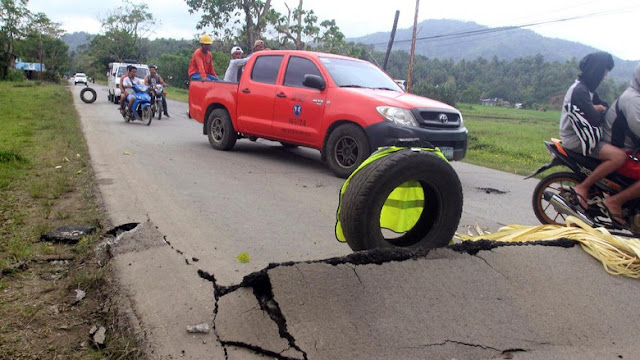 Gempa Filipina, Jalan rusak berat