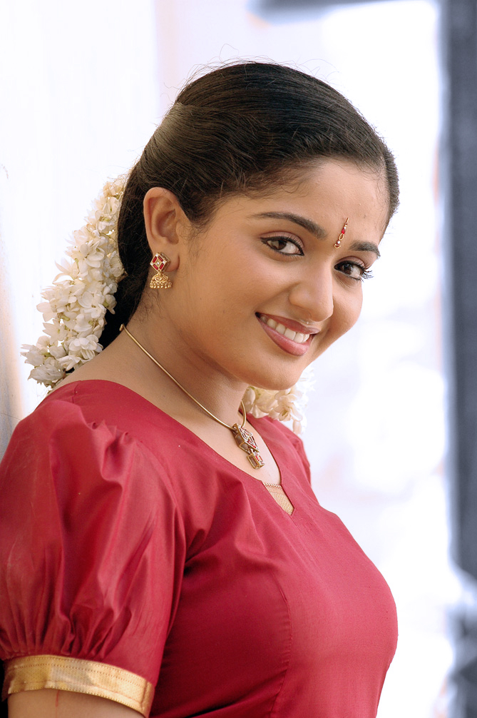 actress-kavya-madhavan-soft-ass-photos