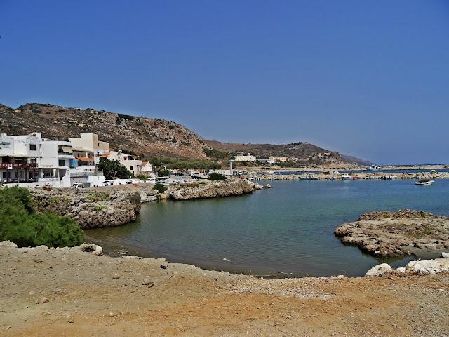 zatoka oraz malutki port w Kolymbari na Krecie