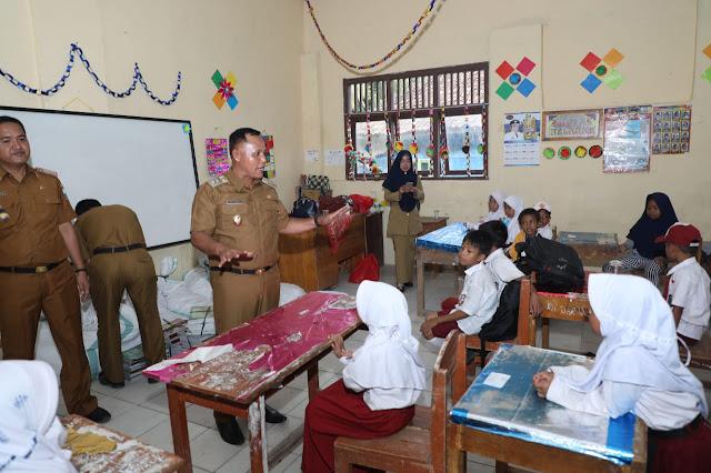 Sekolah Rusak, 341 Murdi SD dan SMP di Kunjir Tetap Belajar