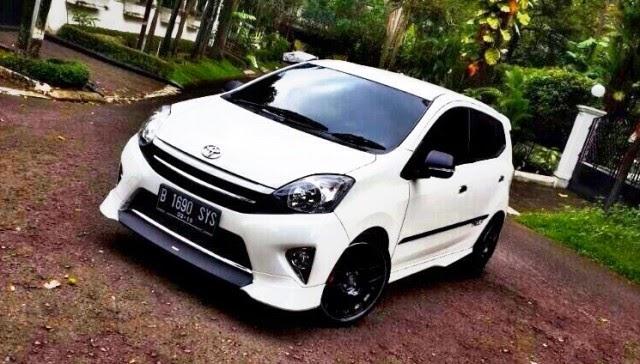 Foto Mobil Toyota Agya putih