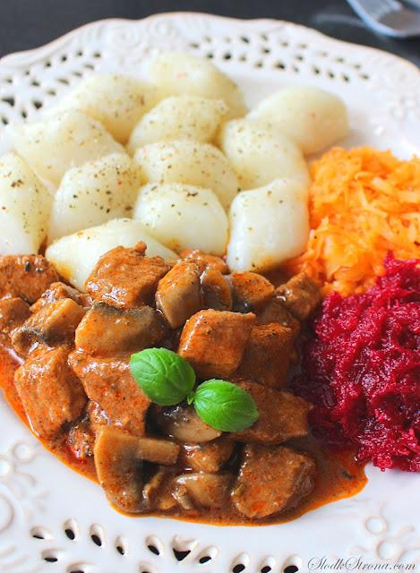 Gulasz Wieprzowy (ze Schabu) z Pieczarkami - Przepis - Słodka Strona