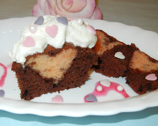 tortenella motivtorten einfach selber gestalten herz in einen muffin kuchen cupcake backen. Black Bedroom Furniture Sets. Home Design Ideas