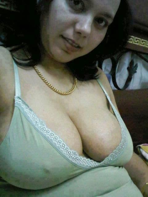 Hot tudung hijab indo slut shows off with veggie part 2 - 2 7