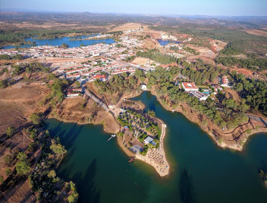 Vista aérea da Mina de São Domingos e Albufeira da Tapada Grande