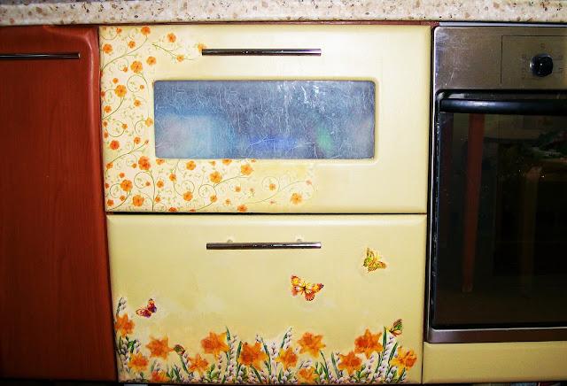 переделка покраска декупаж кухонной мебели своими руками, дорисовка ещё не закончена...