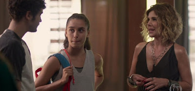 Bom Sucesso: Vicente mente e foge com Gabriela para se livrar de mãe preconceituosa