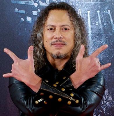Foto de Kirk Hammett en pose de rockero