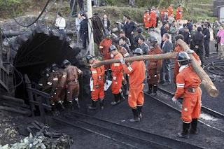 Onze morts, 25 personnes piégées par une explosion dans une mine en Chine