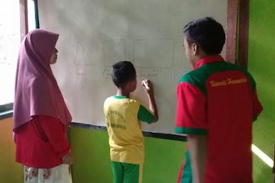 Tim Satgas TMMD ke-102 Kep Selayar, Sebagian Menjadi Guru di Daerah Terpencil
