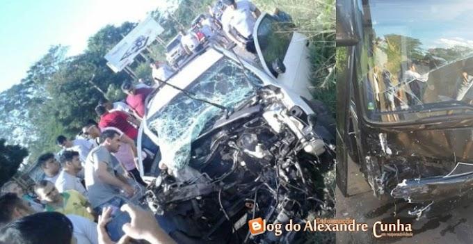 Acidente com ônibus da Banda Mara Pavanelly, e Show é cancelado em Tutoia MA