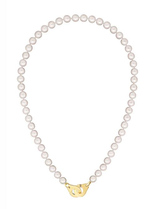 90a7fce7632 A primazia de uma marca de jóias francesa. Dinh Van apresenta a mais  recente coleção interpretada pela fusão da célebre linha Menottes e uma  variada gama ...