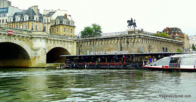 Passeio de barco pelo Rio Sena, Paris, Vedettes du Pont Neuf
