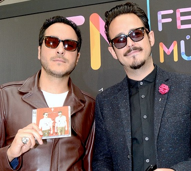 Foto de Motel mostrando su disco