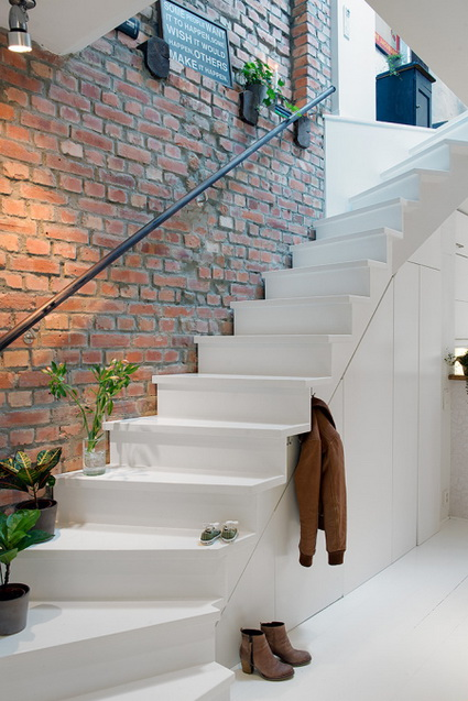 Aprovecha el hueco de la escalera en tu hogar