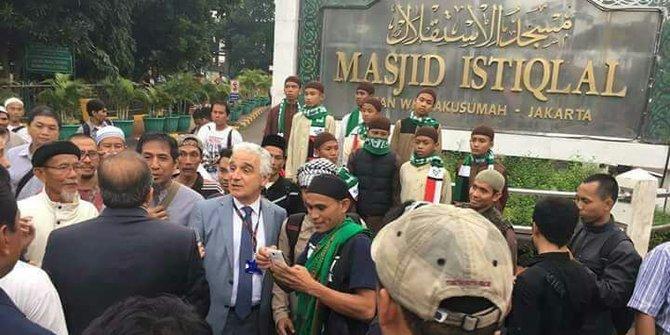 Fotonya di Kerumunan Pendemo Ahok Viral, Ini Jawaban Dubes Turki..