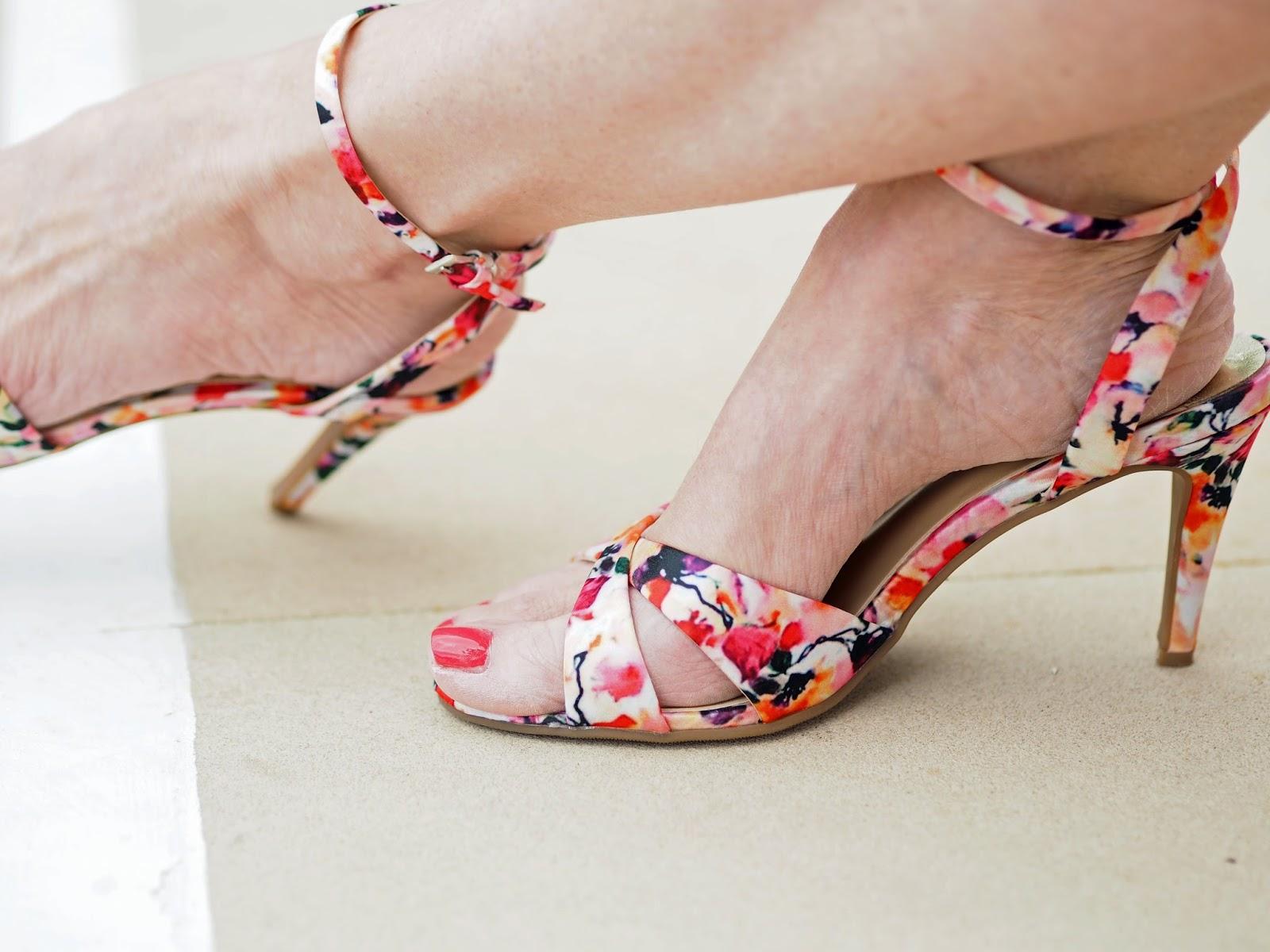Floral-sandals-races-outfit