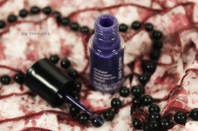 Nail polish Mary Kay in the shade Sapphire