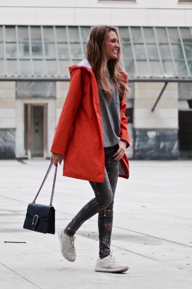 como llevar chaqueta naranja en invierno