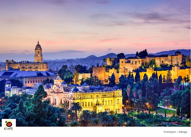 O que fazer em Málaga em 1 dia? Vista noturna de Málaga