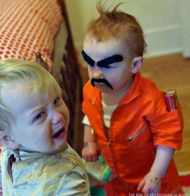 Lustige böse Kinder Bilder