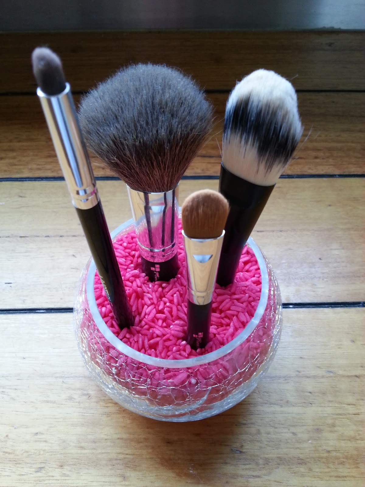 Miss Mel : DIY: Rice Makeup Brush Holder