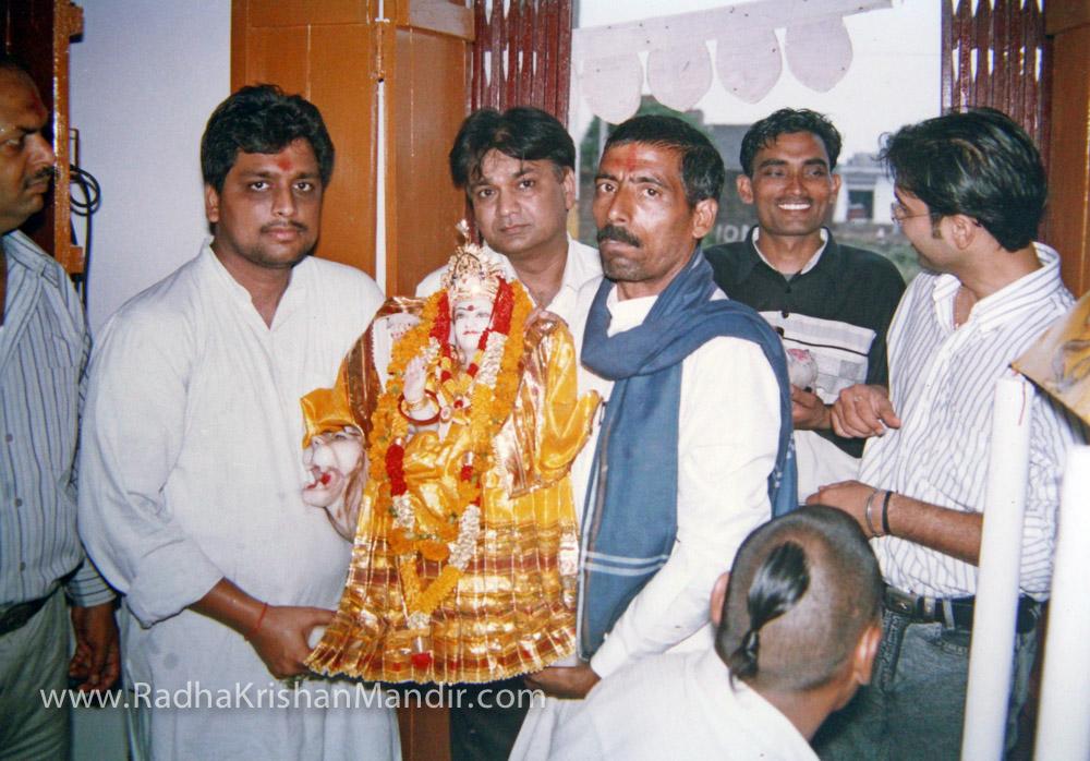 radha krishna temple hare krishna mantra