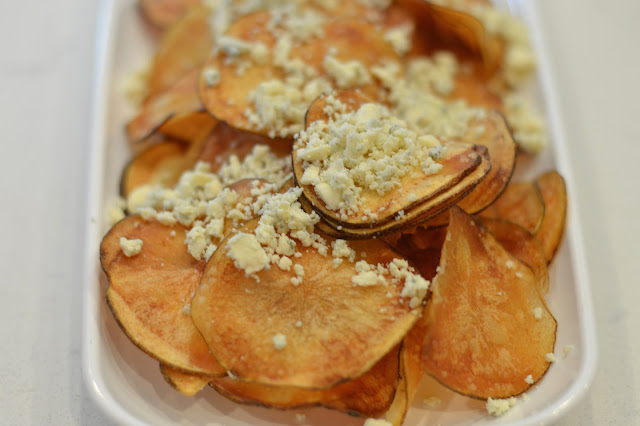 homemade-potato-chips-blue-cheese