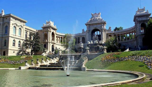 Fachada do Palais Longchamp