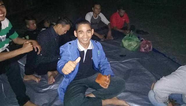 Aktivis dan Kades Akan Terus Nginap di Gedung Kantor Dinas PU Riau Sampai Gubri Tunaikan Janji Aspal Jalan 28 KM