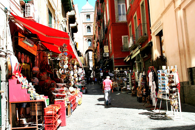 Spaccanapoli, Napoli, bancarelle, negozi, artigianati
