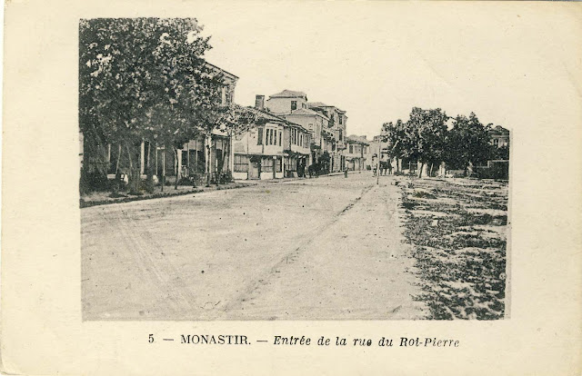 Beginning of Sirok Sokak street from the south. On the right is the Officer's home (Oficerski) - not sown on photo. 1917