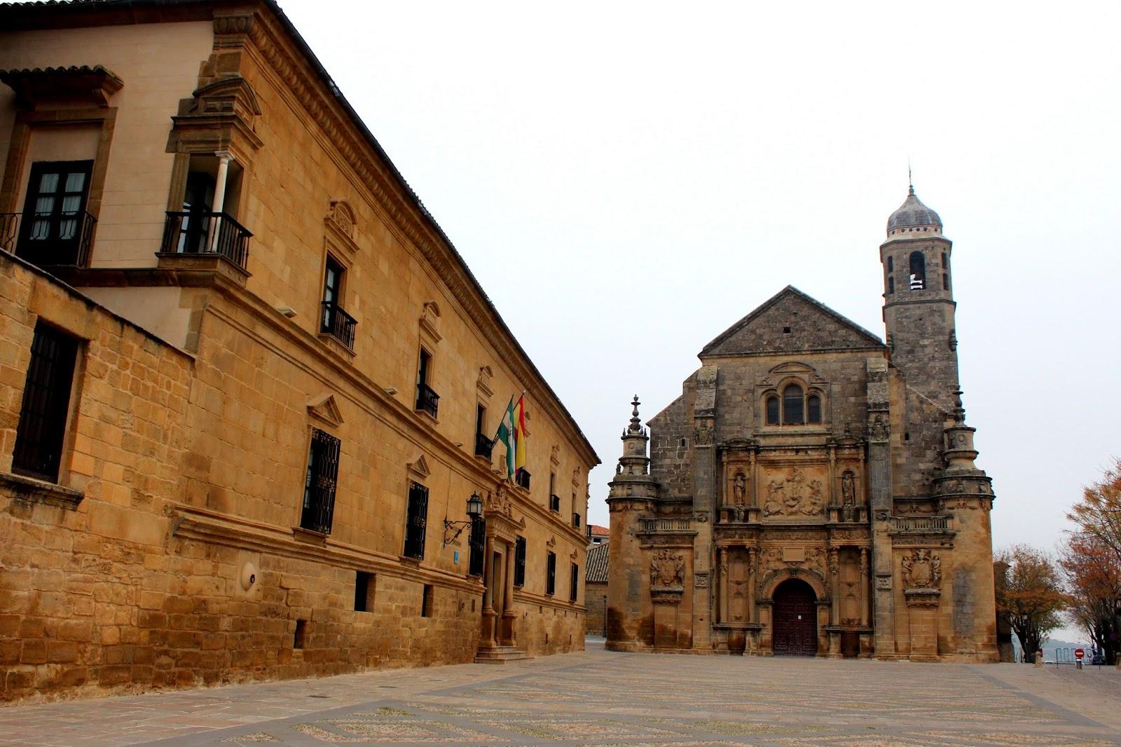 Sacra Capilla del Salvador y Palacio Deán Ortega en la Plaza Vázquez Molina. Úbeda