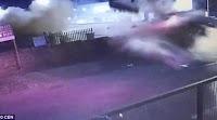 Βίντεο σοκ! Γυναίκα οδηγός «απογειώνει» το αυτοκίνητο και περνάει μέσα από κτιστή μάντρα.