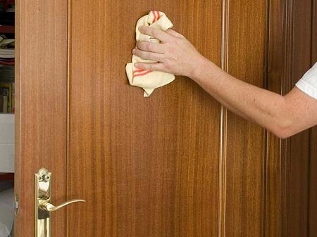 Como lacar una puerta bricolaje for Como arreglar una puerta de madera