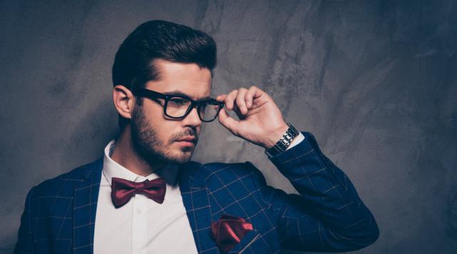 Tips Memakai Kemeja Putih yang Bikin Pria Terlihat Keren