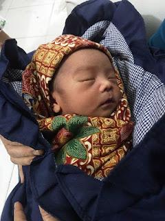 Seorang Ayah Buang Bayinya ke dalam Kardus Mi di Padang Pariaman