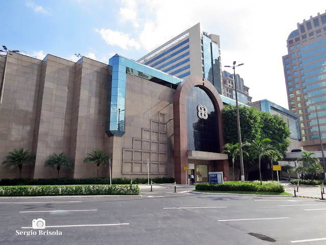 Vista ampla da fachada do Morumbi Shopping - Chácara Santo Antônio - São Paulo