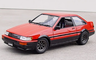 Red Toyota Corolla Levin (AE86)