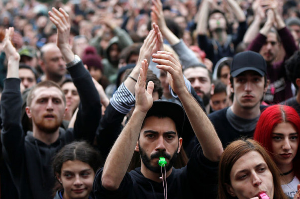 Pausa de un día en las protestas en Tiflis que piden un nuevo gobierno