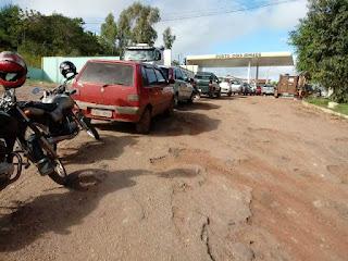 Motoristas enfrentam fila para abastecer