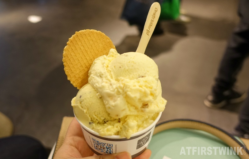 De IJssalon ice cream gelato parlor Rotterdam the Netherlands three scoops white chocolate almond crunch cookie dough